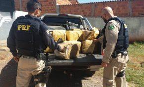 Durante fuga, traficante bate veículo em muro e abandona 800 kg de maconha