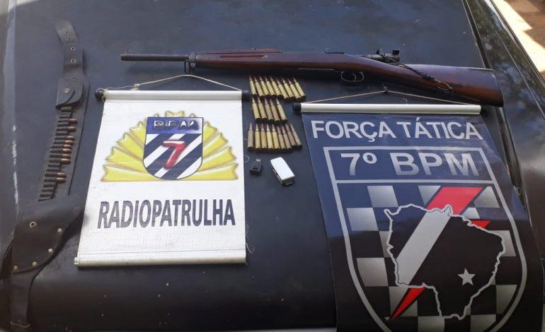 Dono de motel é preso pela PM com 'Fuzil Mosque Fal' e munições em Aquidauana