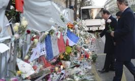 hollande presta homenagem  às vitimas do Bataclan