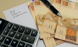 Maioria dos brasileiros usará décimo terceiro para pagar dívidas, revela pesquisa da Anefac