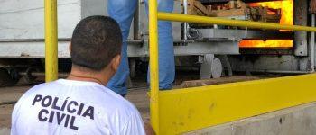 Polícia Civil realiza incineração de drogas em Anastácio