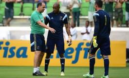 Jailson sofre lesão e Fábio deve ficar no banco contra o Vasco