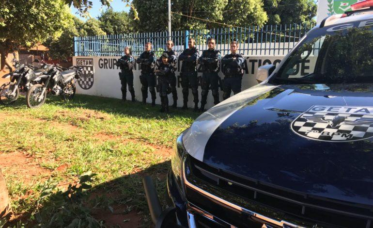 Com direito a farda, pequena policial realiza sonho de conhecer base do GETAM