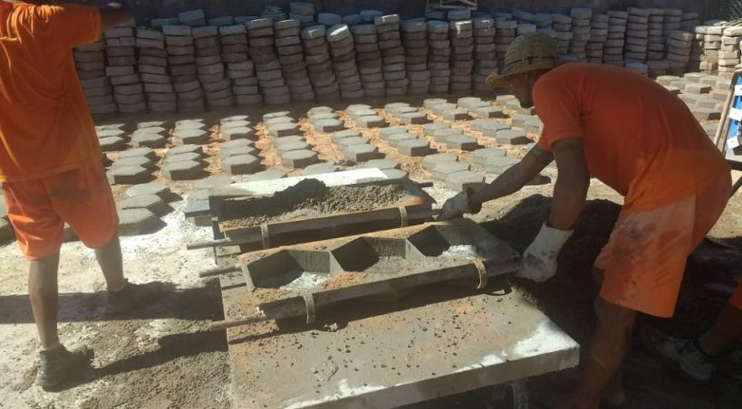 Lajotas fabricadas em presídio vão garantir calçamento a bairros de Aquidauana