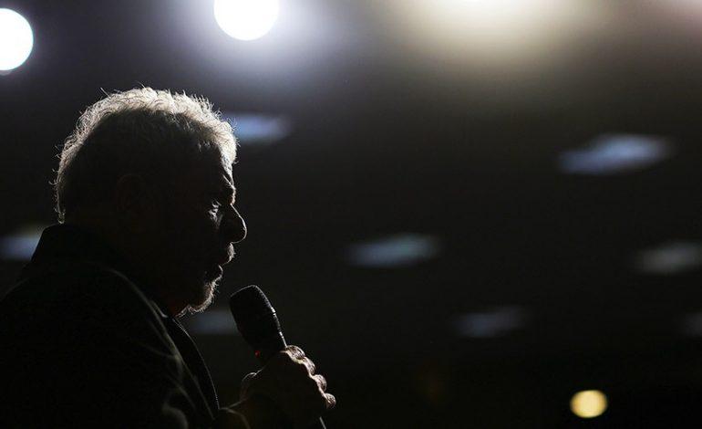 Lula é condenado a 12 anos de prisão em regime fechado