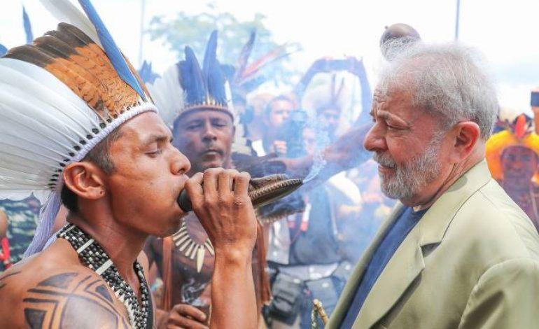 Para evitar prisão iminente, índios 'fecham o corpo' de Lula