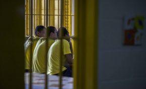 Mais de 80% dos brasileiros aprovam redução da maioridade penal