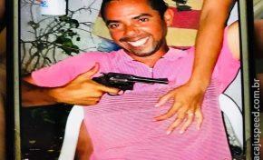 Homem conhecido por publicar fotos com armas atira no rosto de esposa grávida