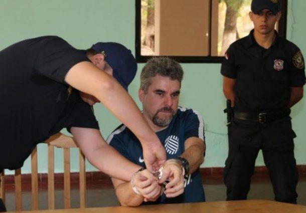 Traficante brasileiro mata suposta namorada com facadas dentro de cela no Paraguai