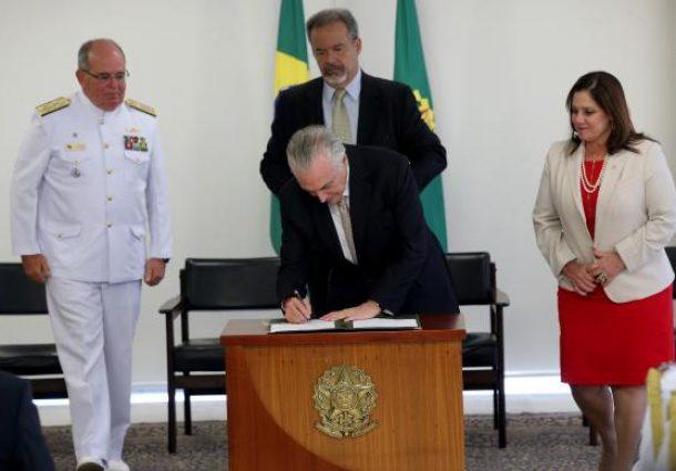 Temer sanciona lei que garante às mulheres acesso a todos os cargos da Marinha
