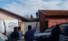 Menino de 10 anos é encontrado morto em cima de telhado na vizinhança