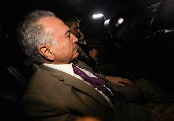 Duas horas antes do prazo, Michel Temer se entrega à PF em São Paulo