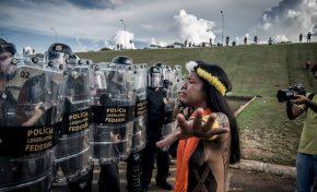 """""""Fomos recebidos com gá de pimenta e bomba de efeito moral"""", diz indígena de Anastácio"""