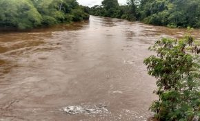 Fortes chuvas estão fazendo águas dos rios subirem rapidamente