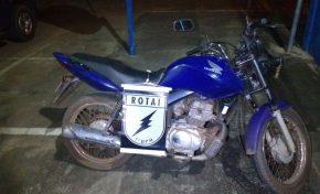 Sem documentos, motociclista tenta fugir da ROTAI, é perseguido e preso com amigo