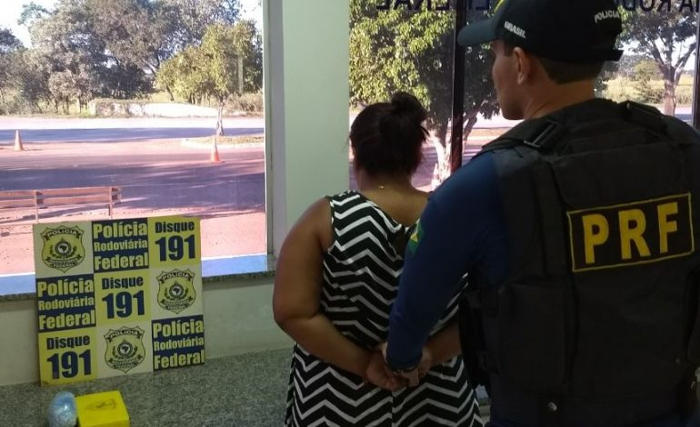 PRF prende passageira de van com cocaína em travesseiro próximo a Miranda