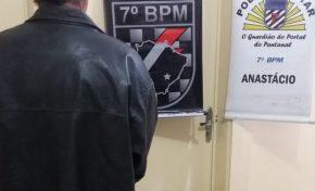 Em posse de arma, homem ameaça enteado de morte e vai preso pela PM em Anastácio