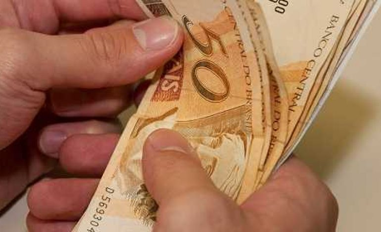 Servidor estadual terá salário depositado em conta nesta quarta-feira