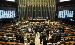 Congresso analisa mais de 30 vetos presidenciais nesta terça