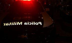 Homem para carro na contramão para usar drogas e é flagrado por populares em Aquidauana