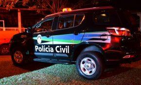 """Polícia investiga se mãe """"ofereceu"""" as filhas para namorado não sair de casa"""