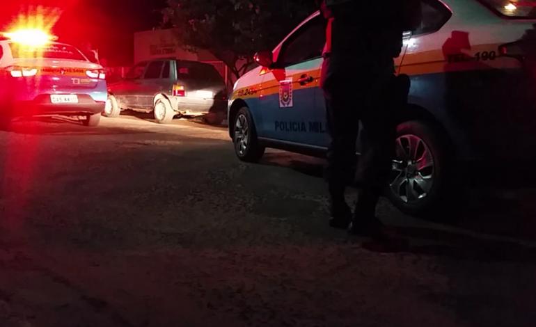 """Com pedaço de pau, jovem ameaça policiais em Dois Irmãos: """"vou quebrar vocês"""""""