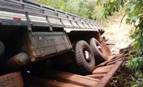 Ponte é danificada e 16 fazendas ficam isoladas