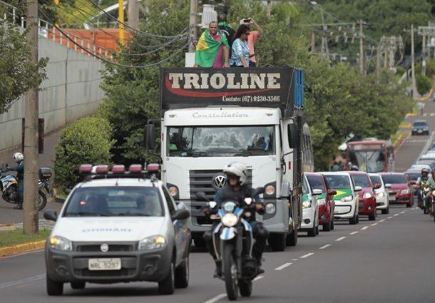 Movimento protesta contra reajuste dos combustíveis na Capital