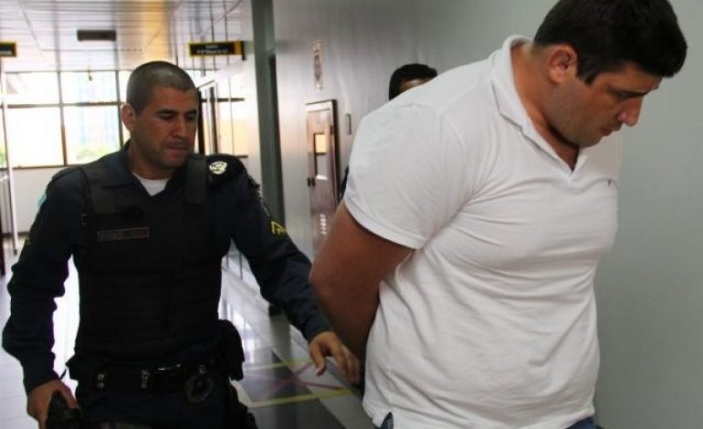 Lutador enfrenta júri dois anos após matar hóspede de hotel a cadeiradas