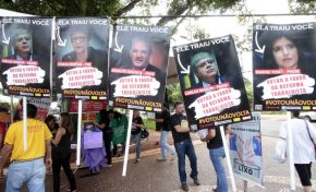 Manifestantes protestam contra a reforma trabalhista no centro da Capital