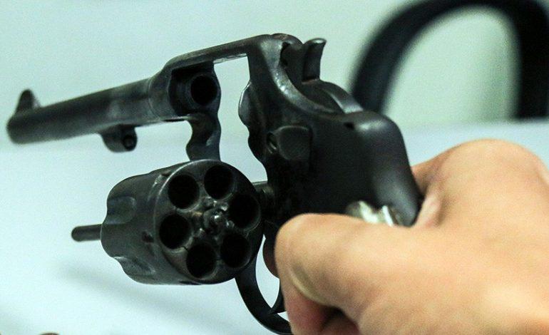 Revólver falha e agente escapa da morte