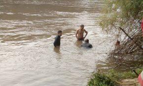 Homem perde controle de veículo, cai em rio e morre