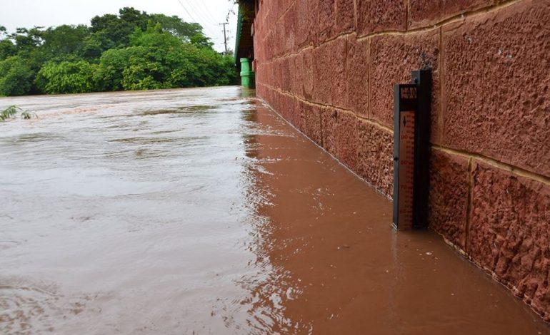 Prefeitura e Defesa Civil em alerta devido forte chuva que cai em Aquidauana