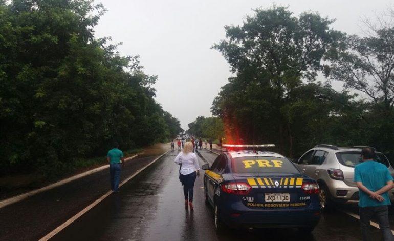 Polícia Rodoviária Federal confirma que continua interdição na BR-262