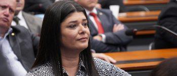 Rose Modesto colhe assinaturas para aumentar pena por feminicídio