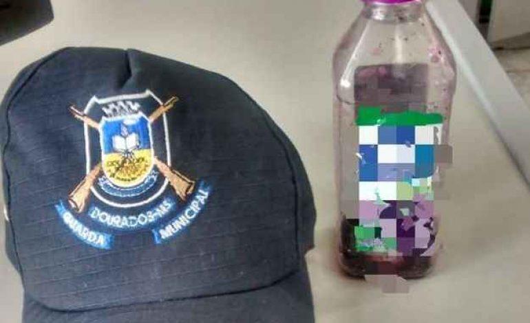 Adolescentes oferecem suco com laxante a colegas na escola e vão para delegacia