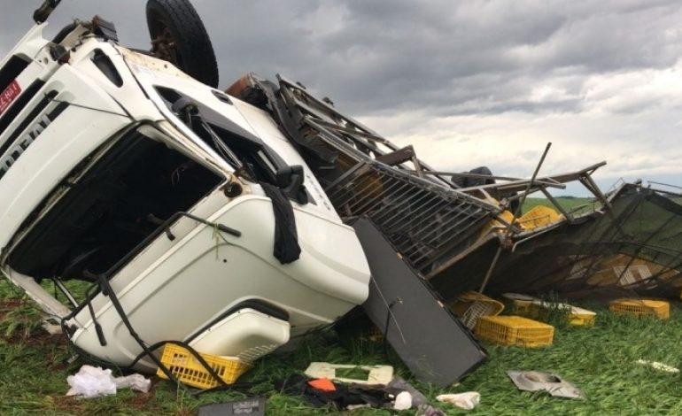 Vídeo: Forte ventania vira até caminhões no Rio Grande do Sul