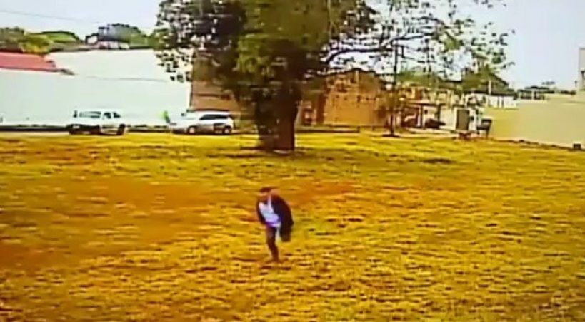 Vídeo mostra momento em que menino de 12 anos é sequestrado na fronteira